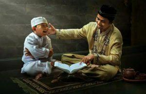ajari keluarga adab dan ilmu